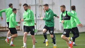 Atiker Konyaspor 4 eksikle çalıştı