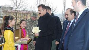 Hakkari Valisi Akbıyık, sınır ilçeleri ziyaret etti