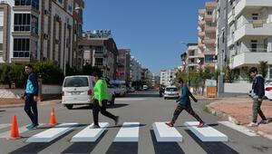 Antalyada okul önüne 3 boyutlu yaya geçidi