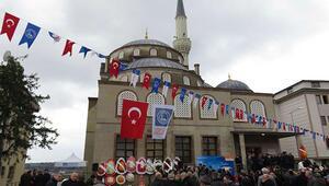 Üsküdarda yapılan Ahmet Çetinsaya Camii cuma namazıyla ibadete açıldı