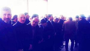 CHPli milletvekilinin ayakkabıları kayboldu, terlikle cenaze namazı kıldı