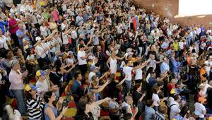 Venezuela'da muhalefet sokakta toplantı, iktidar yürüyüş yapacak