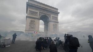 Son dakika... Pariste sokaklar savaş alanına döndü Dükkanlar yağmalandı