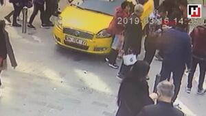 İstiklal Caddesinde yürüyen turist kadına taksi çarptı