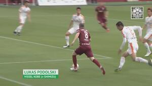 Iniesta getirdi, Podolski bitirdi