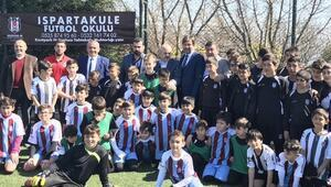 Bakan Kılıç, Beşiktaş-Trabzon  minikleri başlama vuruşu yaptı