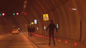 Dolmabahçe Tünelinde patenli gençlerin tehlikeli yolculuğu kamerada