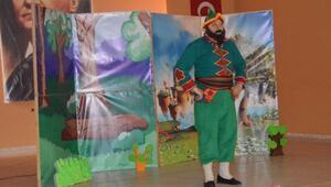 Gölovada öğrenciler için tiyatro gösterimi