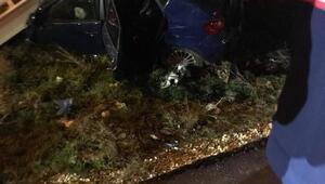 Tekirdağda otomobil üst geçit merdivenlerine çarptı: 2 yaralı