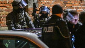Polis baskını kanlı bitti
