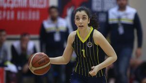 Fenerbahçeli genç basketbolcu,17 yaşında yazdığı roman ile gündeme oturdu