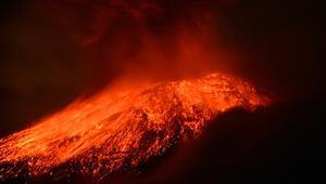 Meksikada Popocatepetl Yanardağında patlama