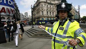 Son dakika... Londrada silahlı saldırgan alarmı