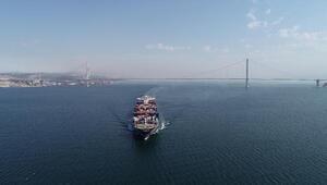 300 metrelik gemi körfezden geçti