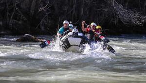 Bakan Varank, Tunceli'de rafting yaptı