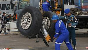 Lion Air uçağı denize düşerken pilotlar kullanma kılavuzuna baktı