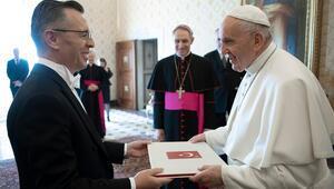 Büyükelçi Göktaştan Papaya güven mektubu