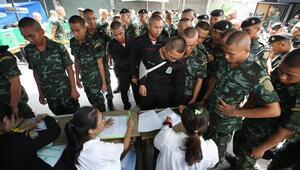 Taylandda halk sandık başında