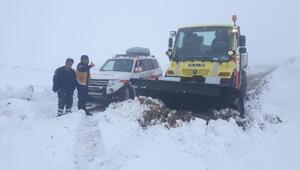 Kara saplanan ambulanstaki hasta, 3 saatlik çalışmayla hastaneye ulaştırıldı