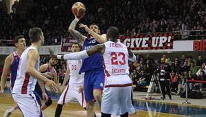 Gaziantep Basketbol 15 sayı farktan geri geldi ama...
