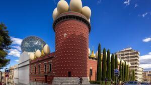 Randevuyla ziyaret edilebilen Salvador Dalinin müzesi