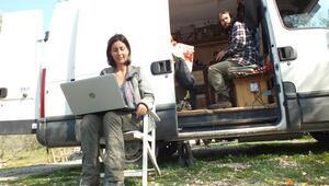 Permakültür çiftliği için karavanla 8 ülkeyi aştılar