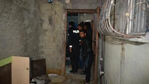 Eve tuvalet havalandırmasından giren 2 hırsız, yakalandı
