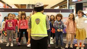 Trafikteki haklarını bilen çocuklar yetiştiriliyor