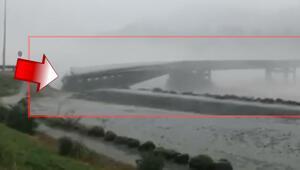 Yeni Zelanda'da sel bir otoyol köprüsünü koparıp sürükledi