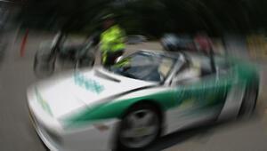 Kolombiya'da polis memuru devriye aracını 8 polise sattı
