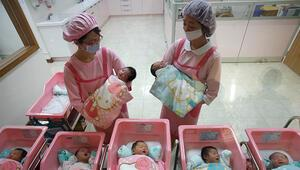 İki rahimli Bangladeşli kadın yaklaşık bir ay arayla doğum yaptı