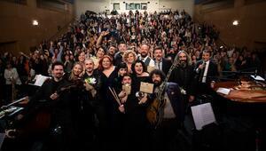 Dünya Tiyatro Günü'nde ENKA Sahnesi'nden aşk şarkıları yükseldi