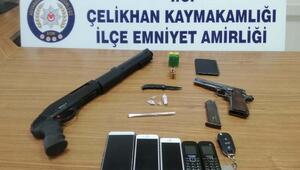 Çelikhanda silah ve kaçak telefona 3 gözaltı