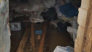 Kızıltepede sel; kerpiç ev ile 3 ahır yıkıldı