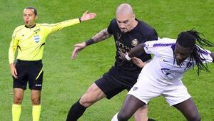 Gecenin maçında Süper Lig yıldızları kapıştı Çakır düdük çaldı...