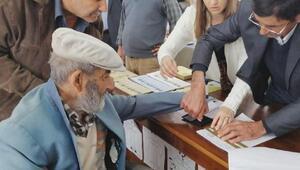 95lik Ramazan dede de oy kullandı