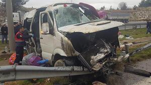 Tarım işçilerini taşıyan minibüs devrildi: Ölü ve yaralılar var