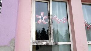 Penceresini yakarak girdikleri okulu soydular