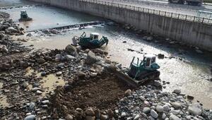 Rize'de taşkın önleme çalışmaları sürüyor