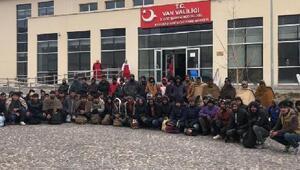 Başkalede 72 kaçak göçmen yakalandı