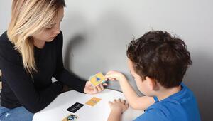 Aile sesiyle otizm eğitimi