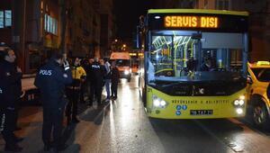 Otobüs, hafif ticari araca çarptı; 4 çocuk yaralandı