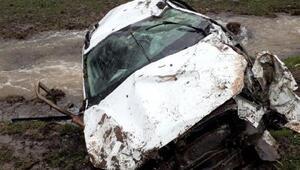 Solhanda otomobil dereye yuvarlandı: 1 ölü