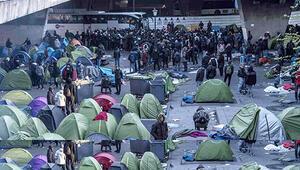 Paris'teki 'insanlık dışı kamp' büyük eylem öncesi tahliye edildi
