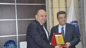 Gönen Belediye Başkanı Palaz, mazbatasını aldı