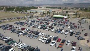 Eskişehir'de açık oto pazarına yoğun ilgi