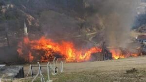 Manisada evin bacasında çıkan yangında 5 ev kullanılamaz hale geldi