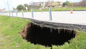 Batmanda yol kenarında 12 metre derinliğinde obruk oluştu