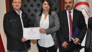 Menemende Serdar Aksoy mazbatasını aldı