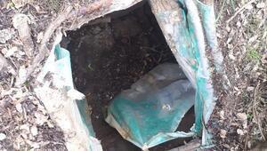 5 odalı sığınakta, toprağa gömülü patlayıcılar ele geçirildi
